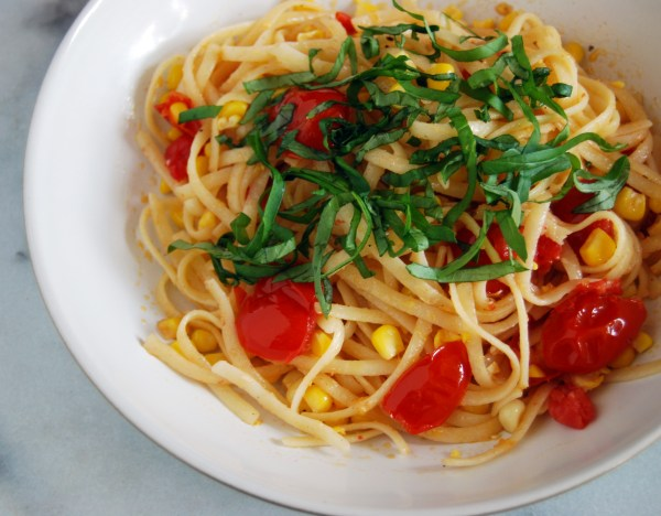 Summer pasta with tomatoes and corn and basil (vegan) - recipe on MostlyBalanced.com
