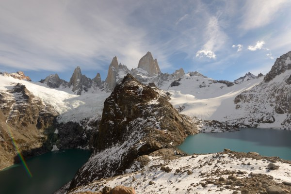 Laguna de los Tres to the right, and the unfairly named Laguna Sucia to the left.