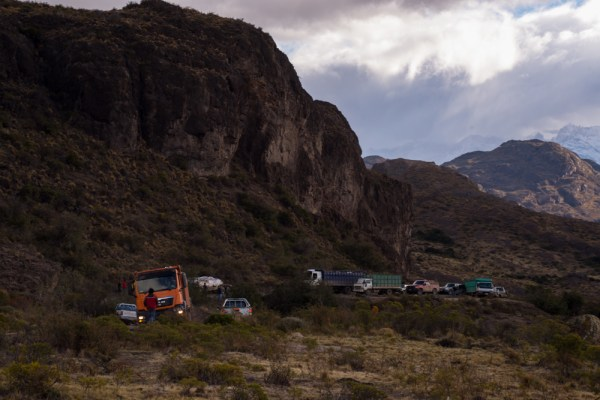 Patagonian traffic jam. You can see the tilted white load on the flatbed truck left of center that's causing the delay.