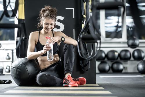 トレーニングをしている女性の画像