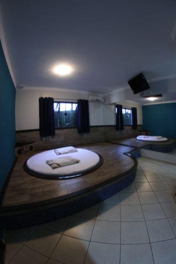 motelpousadalumiere_apartamento-simples-azul_04