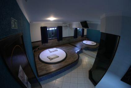 motelpousadalumiere_apartamento-simples-azul_05