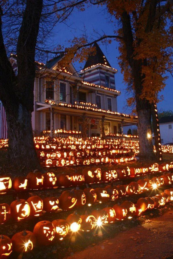 house-with-lots-of-pumpkins-motherhumor