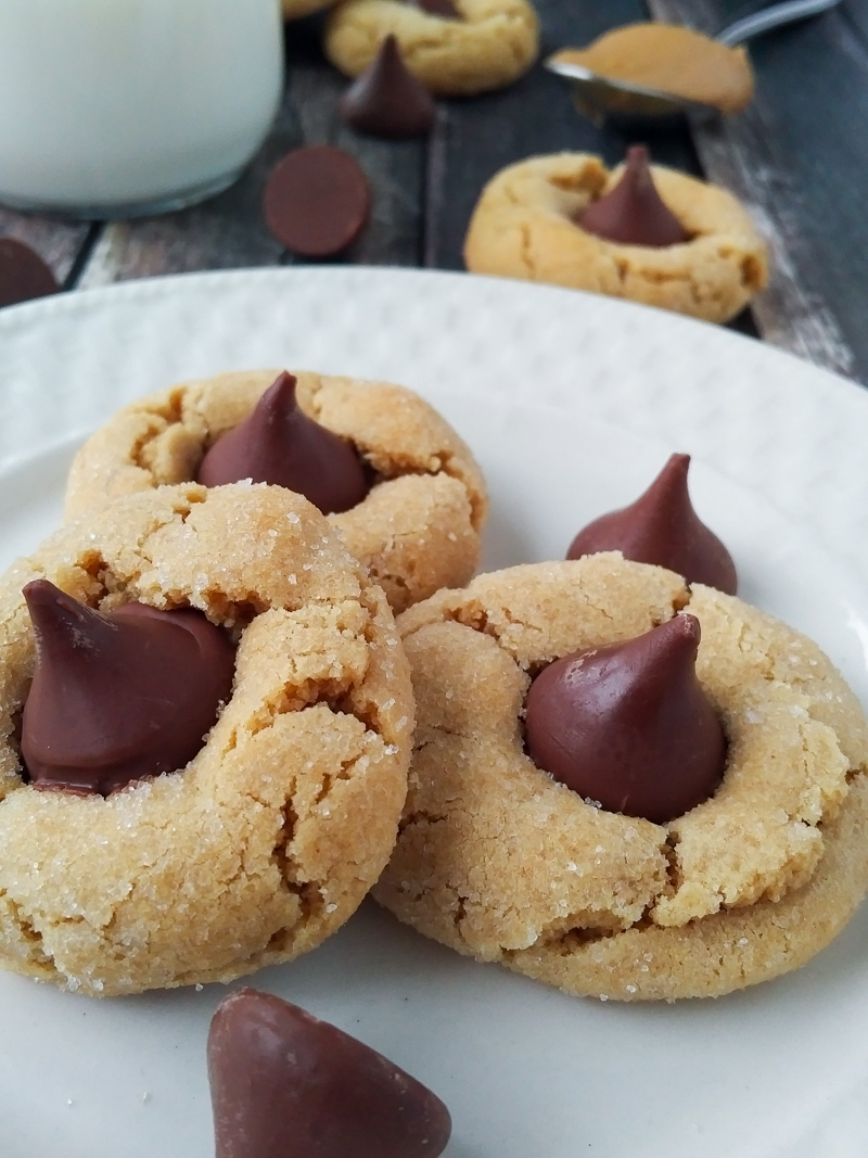 Keeping It Together With The Blackberry Priv + The Best Recipe For Peanut Butter Blossoms   www.motherthyme.com #priv