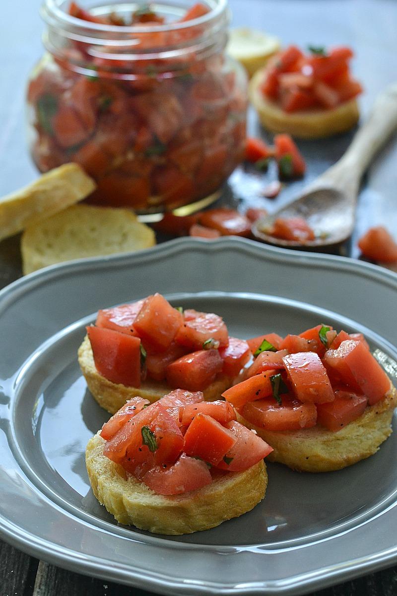 Simple and fresh Tomato Bruschetta | www.motherthyme.com