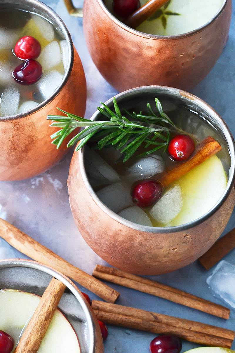 HOLIDAY APPLE CENTERPIECE AND APPLE CIDER MOSCOW MULE
