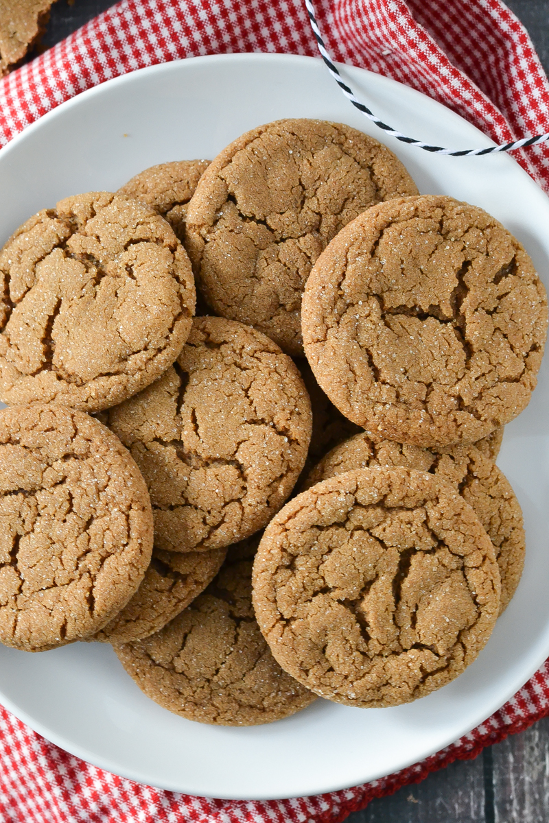 THE BEST SOFT BAKED GINGERSNAP COOKIES