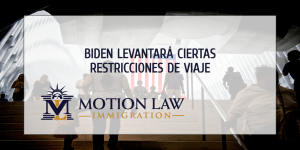 Administración de Biden planea remover restricciones de viaje
