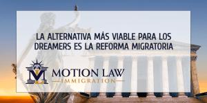Varios proyectos de ley de inmigración aún podrían beneficiar a los Dreamers