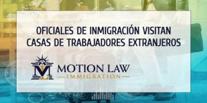 Oficiales de inmigración visitan las casas de portadores de visa H-1B