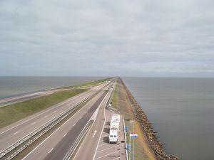 800px-Afsluitdijk2006-1