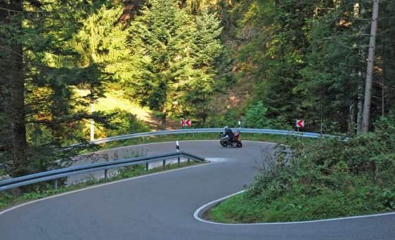 Bergtraining op de motor Onderwerpen tijdens de bergtrainingen.  Moto Maestro Motortrainingen