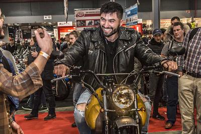 aanschaf nieuwe motorfiets.  Motorbeurs Utrecht. Moto Maestro Motortrainingen