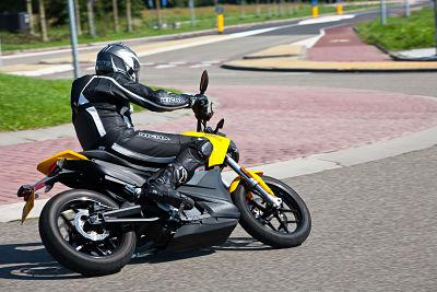 Tegensturen op de motor voor korte bochten - Moto Maestro Motortrainingen.