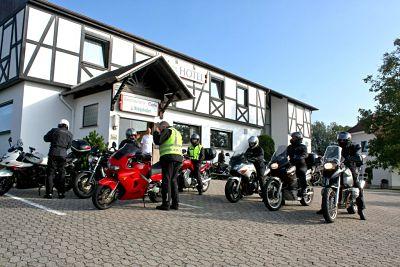 Bergtraining op de motor bij Hotel Taunusblick - Moto Maestro Motortrainingen.