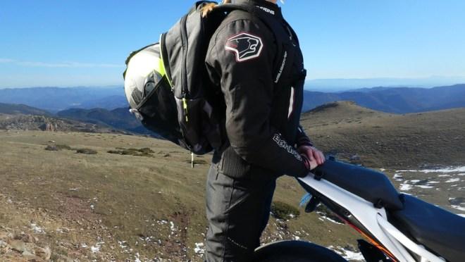Bagster sac à dos pour moto en gris camouflage ou en noir, avec compartiment pour le casque