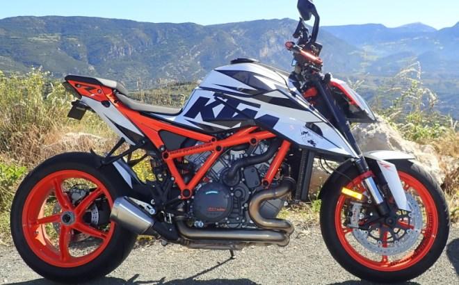 Kit graphique : la moto après la pose côté droit