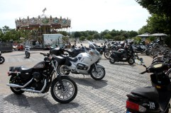 Loads of bikers in La Rochelle - Male and female