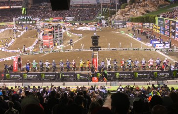 The 450's line up for the start