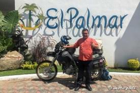 Gardener of El Palmar Restaurante in front of moto.phil's DR650