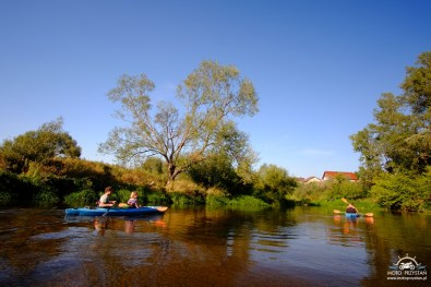 Spływ kajakowy Bzurą: zabudowania Chodakowa
