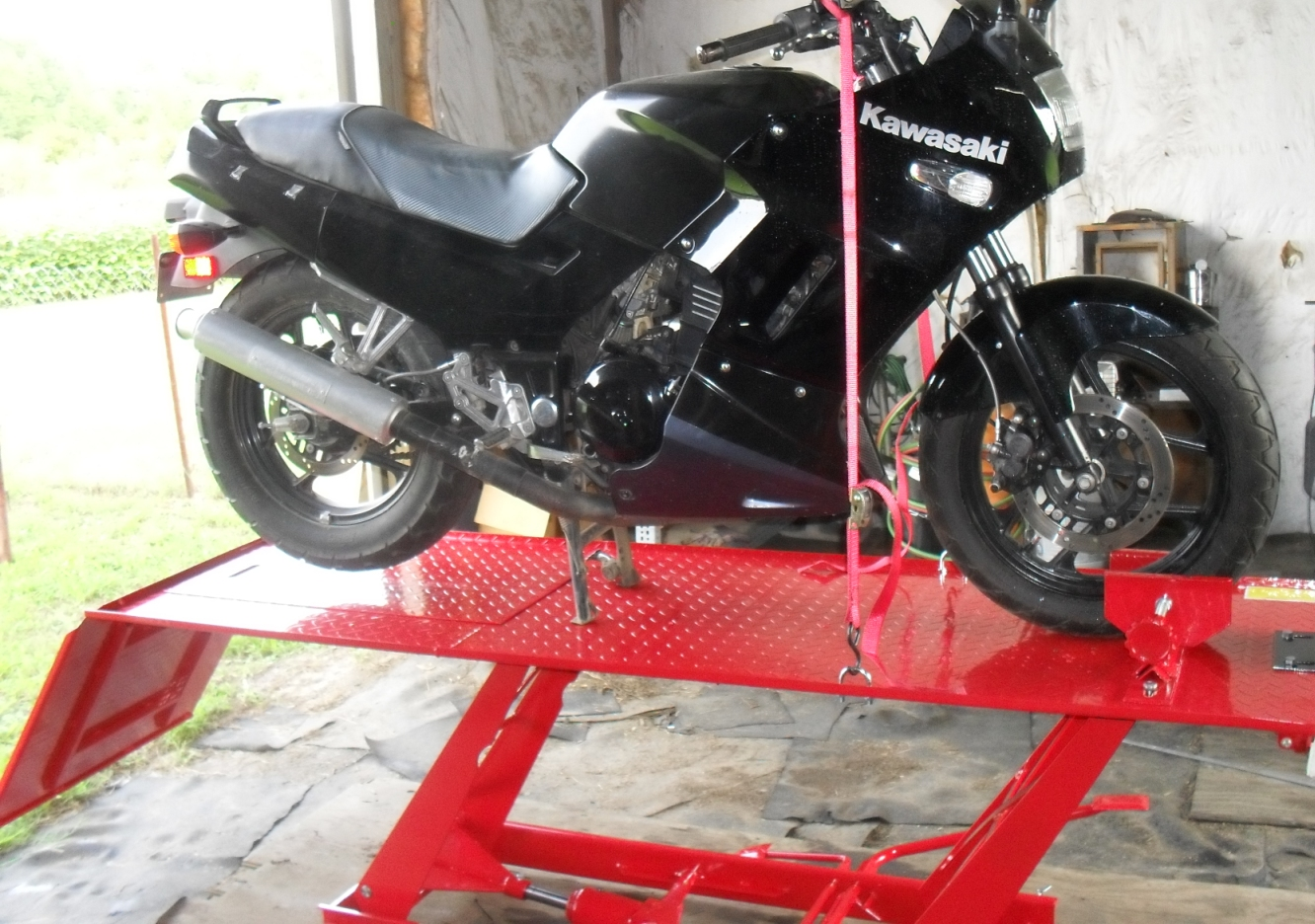 Review The Harbor Freight Motorcycle Lift Table