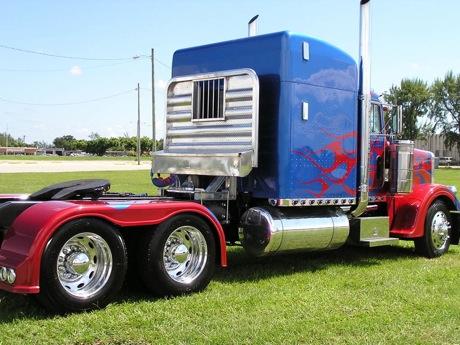 Réplica del Optimus Prime de la película Transformers, en eBay
