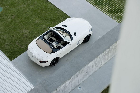 2012-Mercedes-SLS-Roadster-2
