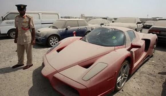 Ferrari Enzo abandonado, a subasta