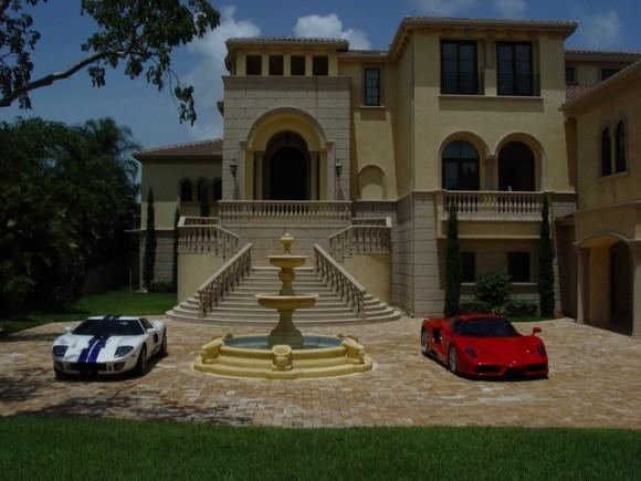 A la venta una mansión llena de superdeportivos
