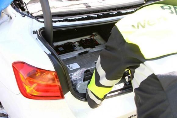 Un piloto de pruebas de BMW muere dentro de un Serie 3 híbrido
