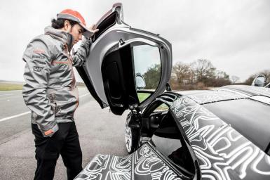 Sergio Pérez nos enseña de qué es capaz el McLaren P1 en el circuito de Top Gear
