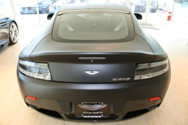 Aston Martin V12 Vantage negro mate a la venta