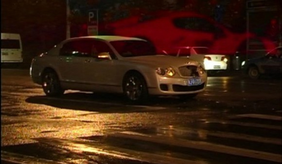 Un Bentley Continental Flying Spur se empotra contra un Ferrari 458 Spider en China