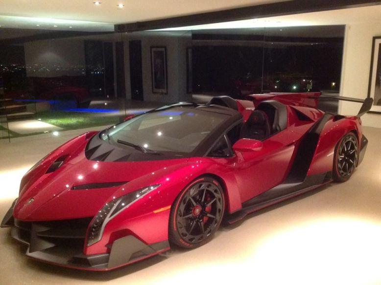 El primer Lamborghini Veneno Roadster se deja ver en Los Ángeles