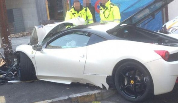 Un chico de 20 años destroza un Ferrari 458 Italia en Suiza