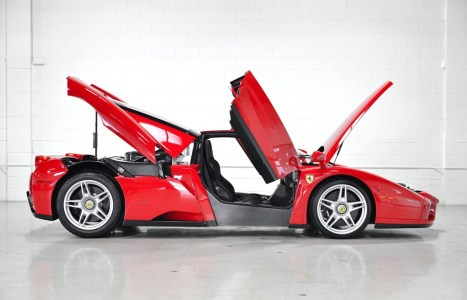 A la venta un Ferrari Enzo prácticamente a estrenar