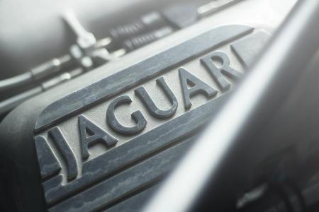 overdrive-ad-jaguar-xj-220-18