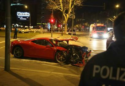 Accidente entre un Ferrari 458 Speciale y un Smart ForTwo