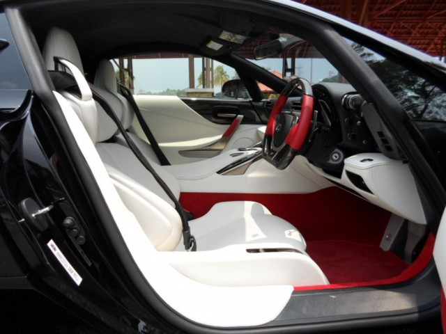 A la venta un Lexus LFA 2