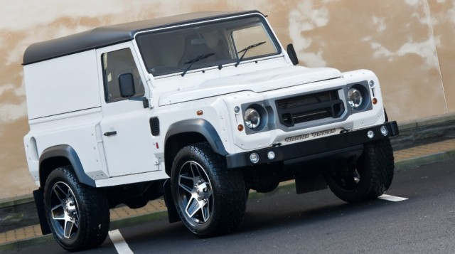Kahn Design rinde homenaje al Land Rover Defender 2