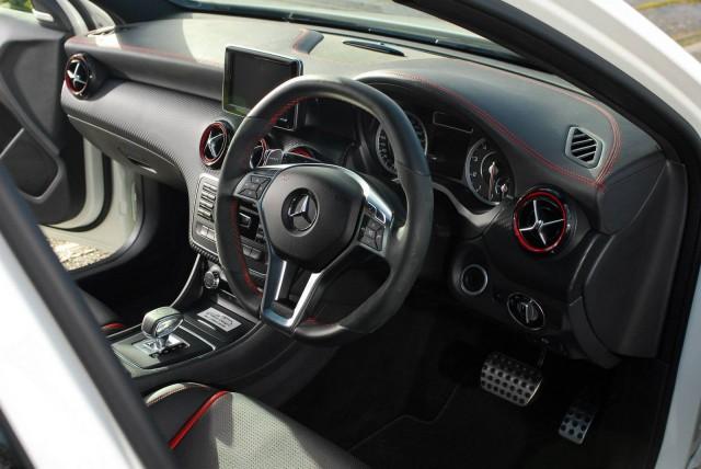 Oakley Design se atreve con el Mercedes A45 AMG 2