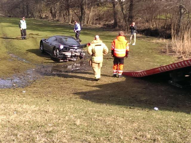 Destroza un Ferrari 458 Italia a sus 18 años mientras lo probaba