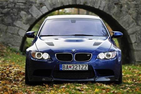 BMW M3 GTR M500 Golden Edition por Petersport