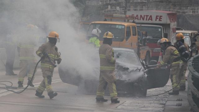 Arde un Ferrari FF en medio de Hong Kong 3