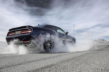 Dodge-Challenger-SRT-Hellcat-11