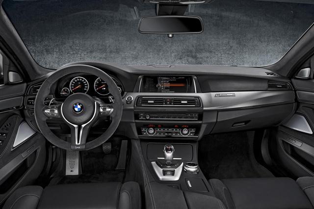 "BMW M5 ""30 Jahre M5"", oficial 3"