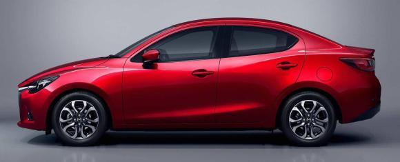 Mazda2-Sedan-13