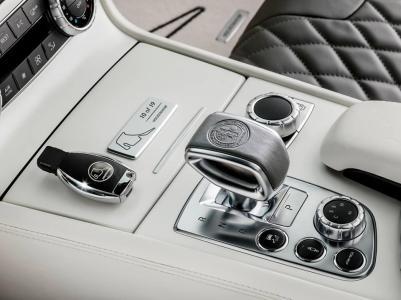 Mercedes-Benz-SL-63-AMG-World-Champion-2014-4
