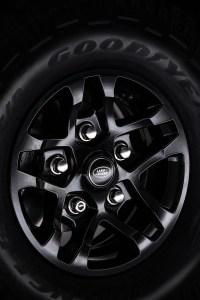 Land-Rover-Defender-2000000-15
